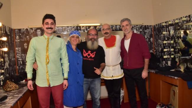 Olgun Portakal & Tiyatroname Esatgil 4 Sezon Kapalı gişe.